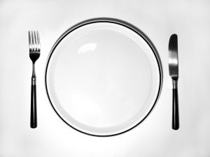 empty-plate-with-fork-and-knife-1101251-m