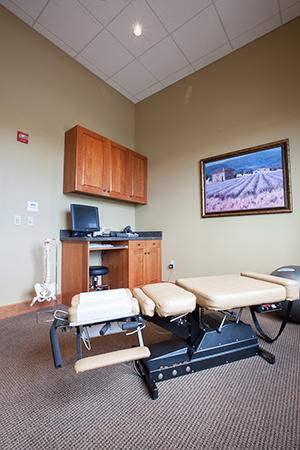 hanes-chiropractic-wellness-exam-room