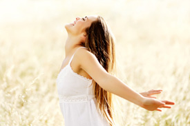 Woman in field enjoys SRI at Spinewaves Chiropractic
