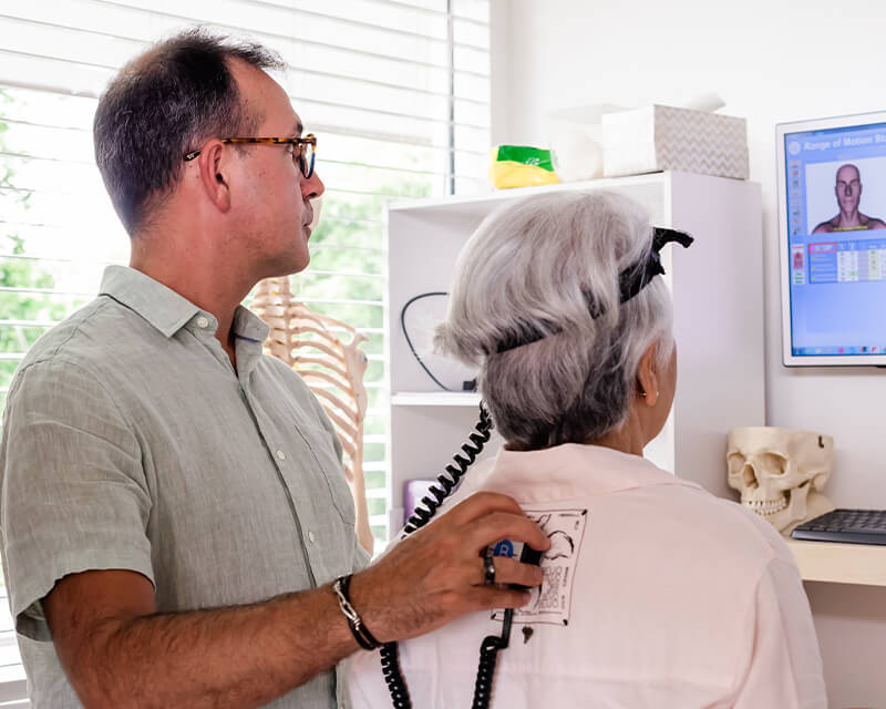 Dr Roberto scanning woman's back