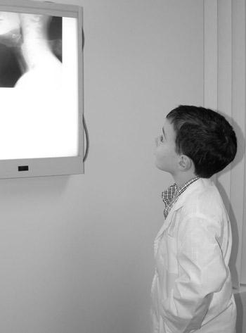 Chiropractor Hopewell child studies xray