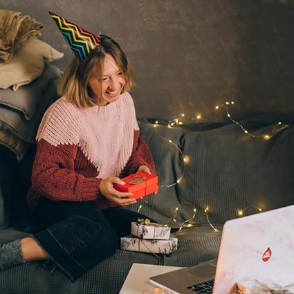woman on holiday mood on video call