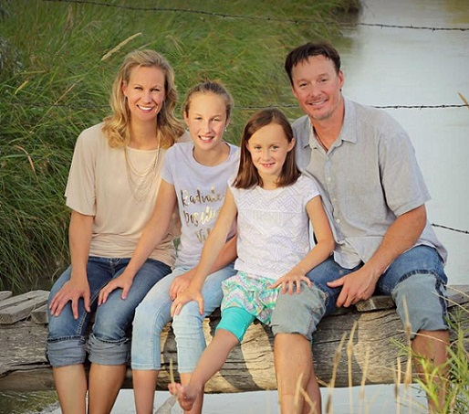 Billings Chiropractors, Drs. Jeff and Kim Meier with their daughters.