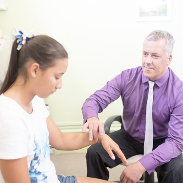 Hypnotherapist working with teenage girl
