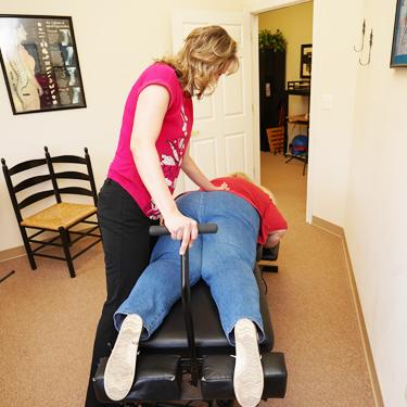Dr Erin adjusting patient