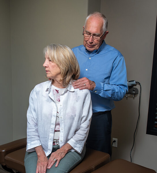 Dr. Haitsma adjusting woman