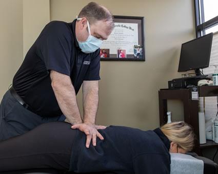 Doctor adjusting womans back
