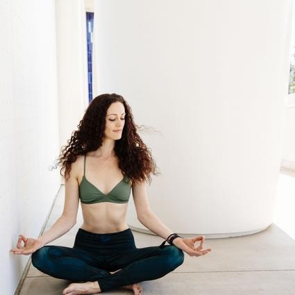 Gabrielle mediation pose