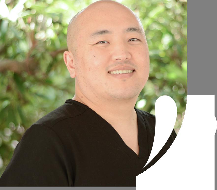 Dr. Mua headshot