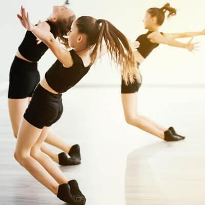 girls in dance class
