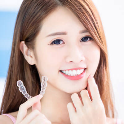 Gril with invisalign tray