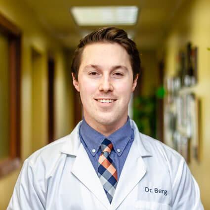 Chiropractor Oakdale, Dr. Garrett Berg