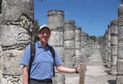 El Dr. Calcara en las ruinas de Chichen Itza, México