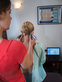 edmonton-chiropractor-female-patient