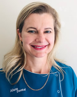 Dr Tina Oosthuizen