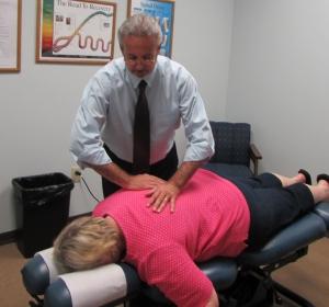 Chiropractor Franklin, Cutsigner adjusting a lady.