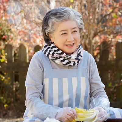 senior woman outdoor smiling