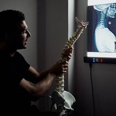 monitor-spine-consultation