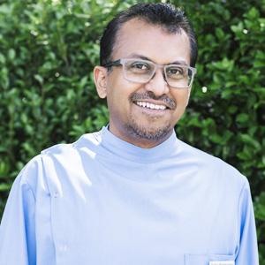 Dr Sav Ramakrishnan. Dentist