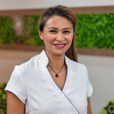 Dr Nazila Nosratieh, Dentist