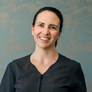 Mia Fox, Receptionist
