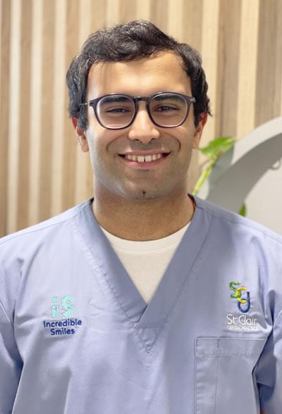 Dr Vasu Bhakri, Dentist