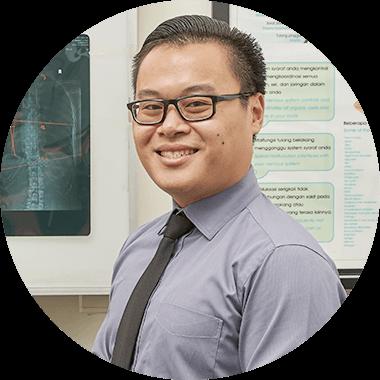 Dokter South Jakarta, Dr Erik Helia