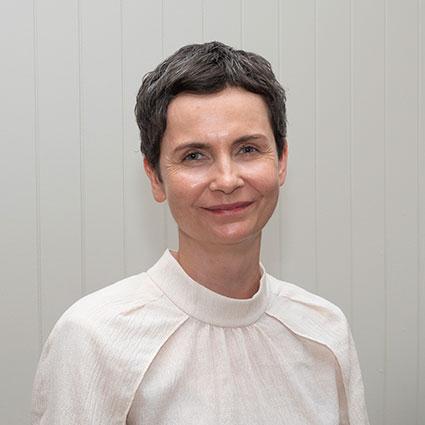 Dr. Veronika Valena