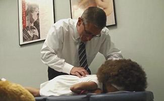 Dr adjusting patient