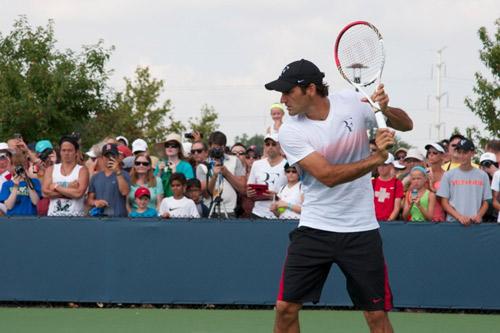 Roger Federer on tennis court