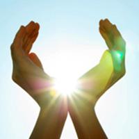 hands-grasping-sun