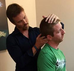 Vamos a ayudarle a aliviar el dolor de cuello !