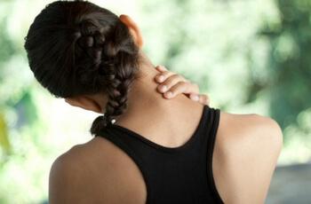 woman-grabbing-neck