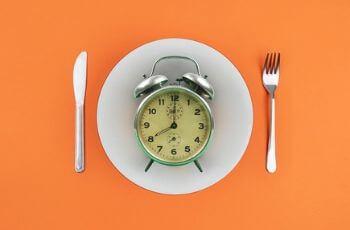 Clock on dinner plate.