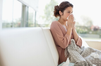 woman-sneeze